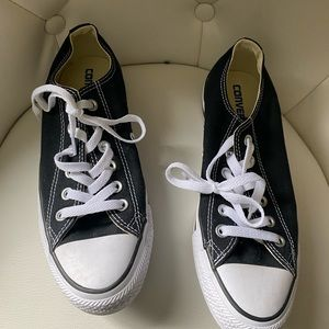 7/$20 converse size 8